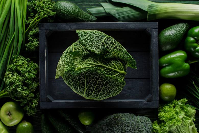 Chlorofil to barwnik roślinny występujący w zielonych warzywach, przede wszystkim tych liściastych. Działa silnie detoksykacyjnie, odświeżając oddech