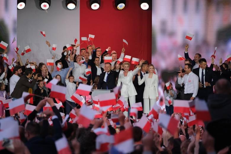 12 lipca 2020zwycięstwo Andrzeja Dudy w drugiej turze wyborów prezydenckichW II turze wyborów prezydenckich w Polsce wygrał urzędujący prezydent Andrzej