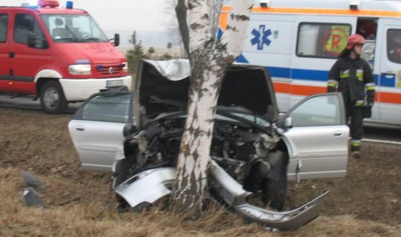 Samochód komletnie zniszczony [ZDJĘCIA]. Tyle zostało z volvo