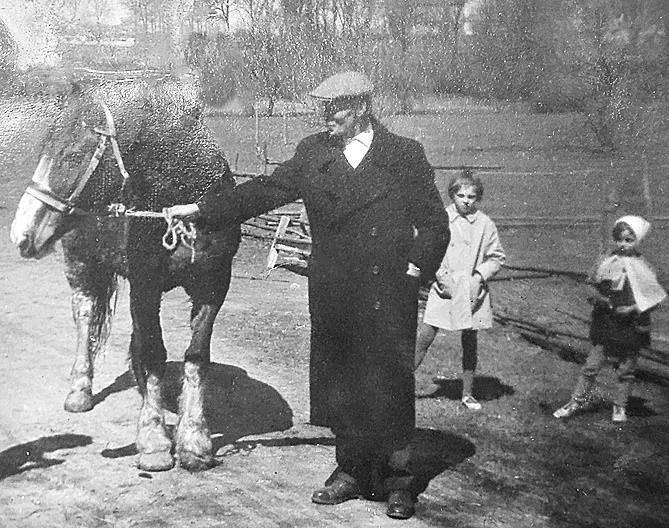 W Szprotawie rodzina Bednarzów dostała konia z UNRRA<br /> <br /> <br />