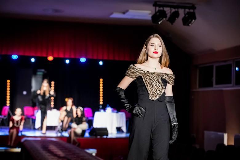 Pokaz mody retro został przygotowany przez uczniów XV Liceum Ogólnokształcącego z Oddziałami Mistrzostwa Sportowego w Bydgoszczy