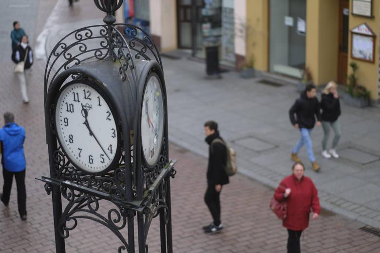 Pierwotnie wierzono, że zmiana czasu z letniego na zimowy – i odwrotnie, przyniesie gospodarce korzyści ekonomiczne. I w skali makro: budżetowi państwa
