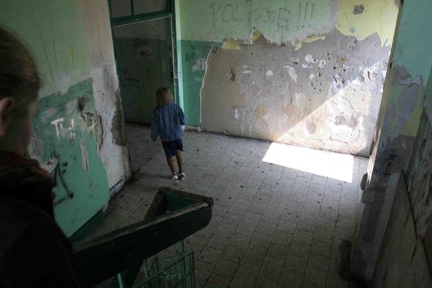 Dąbrowskie byłe hotele robotnicze przypominają dziś slumsy