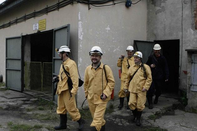 Zbigniew Małolepszy (drugi z lewej) prowadzi badania naukowe w ramach pilotażowego projektu związanego z czeladzką kopalnią