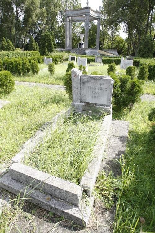 Wrocław: Niemiecka firma odnowi groby Armii Radzieckiej [ZDJĘCIA]