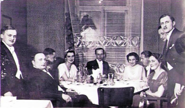 Filistrzy i filistrowe Konwentu Polonia w salach Hotelu Georges'a w Wilnie między 1934 r. a  1939