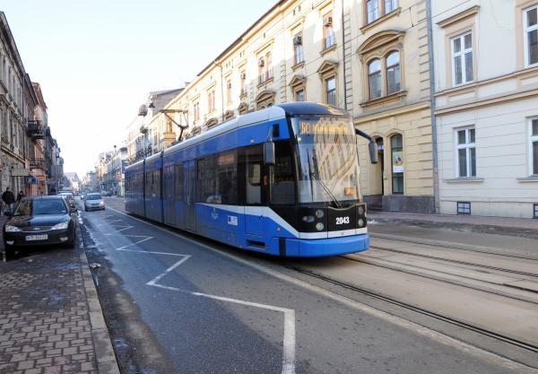 Krakowski tramwaj  jeździ maksymalnie tylko 50 km/godz., choć zgodnie z przepisami mógłby rozpędzić się do 60 km/godz.