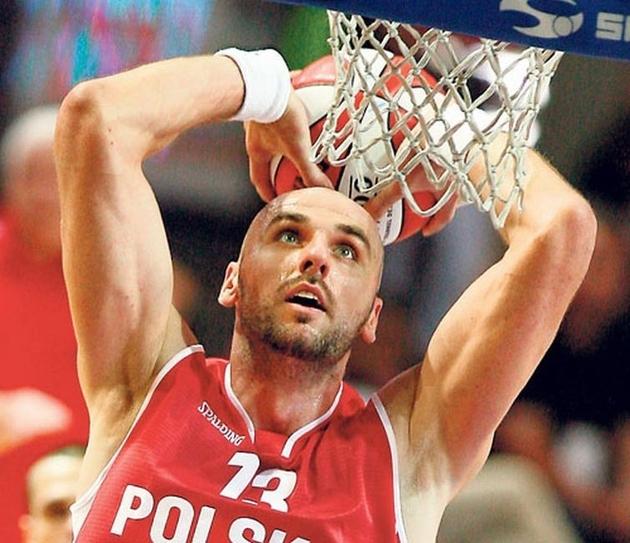 Startuje Marcin Gortat Camp 2011! Koszykarz odwiedzi w Lublińcu żołnierzy