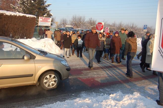 Blokada w obronie szkoły w Koszycach Małych