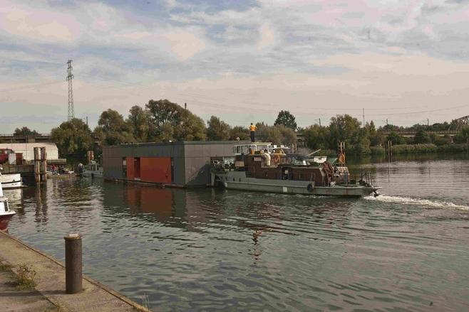 Pechowa przeprowadzka wrocławskiego domu na wodzie. Skończyła się na śluzie