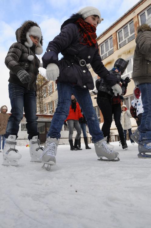 Wiele szkół zrobiło swym uczniom lodowiska