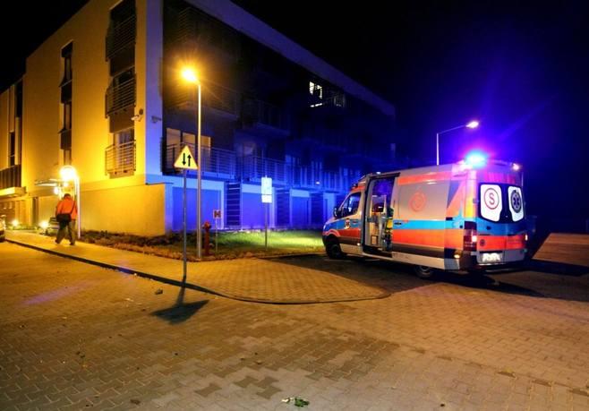 Wrocław: Zamaskowani sprawcy zaatakowali budynek przy ul. Na Grobli (ZDJĘCIA)