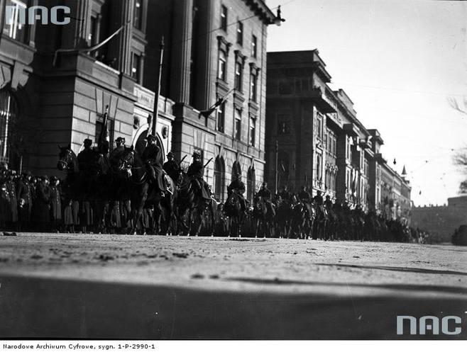 Defilada oddziałów kawalerii, 1935 rok.http://www.audiovis.nac.gov.pl/obraz/116571/