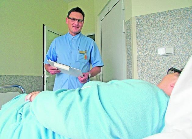 - Pacjenci bez komplikacji wychodzą do domu dzień po zabiegu - mówi dr Henryk Maciąg