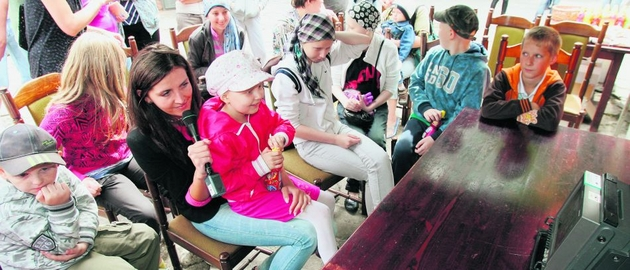 Później dziewczynka, wraz z dziećmi z Kliniki Hematologii Dziecięcej, oglądała popisy innych w studiu telewizyjnym