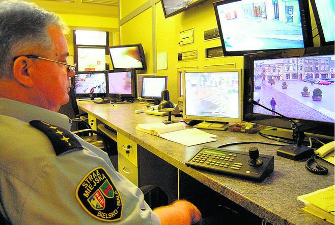 Centrum monitoringu bielskiej straży miejskiej na razie składa się z 34 kamer