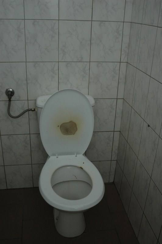 Palący uczniowie spowodowali pożar w męskiej toalecie
