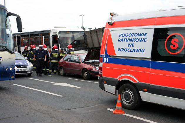 Wrocław: Wypadek przy pl. Społecznym. Ogromne korki (ZDJĘCIA)