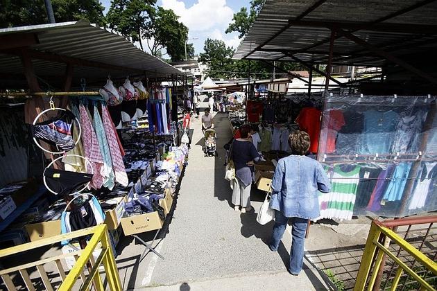 Targowisko w Cieplicach wyglądem odstrasza turystów