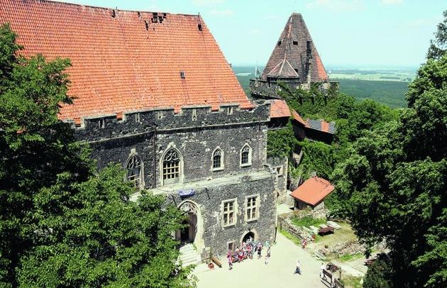 Zamek Grodziec kształt zawdzięcza dwudziestowiecznemu architektowi. Ale świetnie udaje średniowiecze