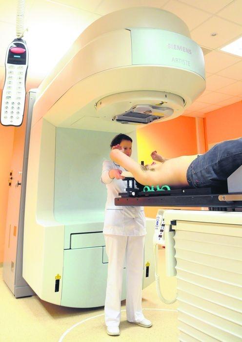Nowoczesna aparatura zabije raka, oszczędzi zdrowe tkanki