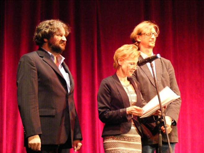 Jury festiwalu - Ewa Wencel, Paweł Szkotak (z prawej) i Waldemar Zawodziński (z lewej)