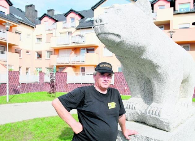Tadeusz Napierała, nowy stróż osiedla, zapewnia, że mieszkańcy mogą tu spać spokojnie