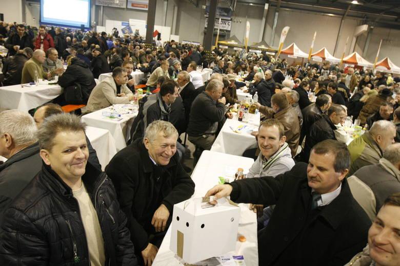 Sosnowiec: W Silesia Expo trwają targi gołębi pocztowych [ZDJĘCIA