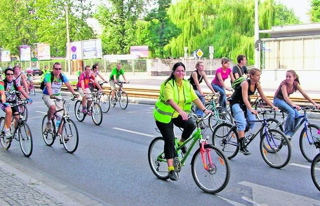 Posłanka Ewa Wolak (na zdjęciu w kamizelce) jest szefową  zespołu ds. turystyki rowerowej