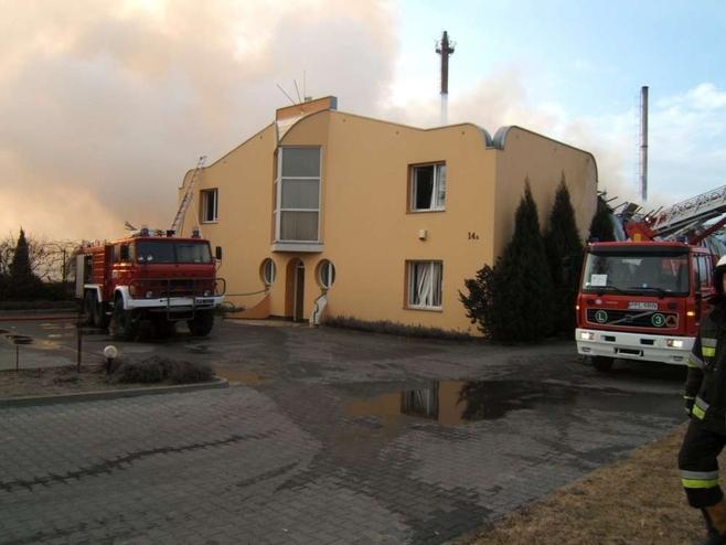 Pożar w zakładzie zielarskim w Dobrzycy [ZDJĘCIA]