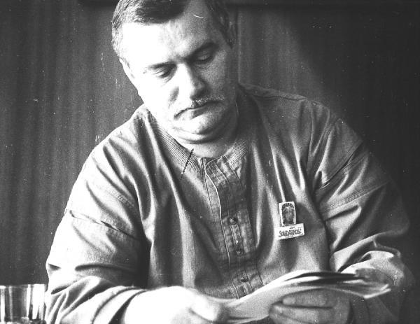 """Dla Wałęsy wydarzenia sprzed lat były wielką próbą nerwów. Tydzień po obaleniu rządu Olszewskiego tak tłumaczył swoje zachowanie: """"Jak zobaczyłem"""