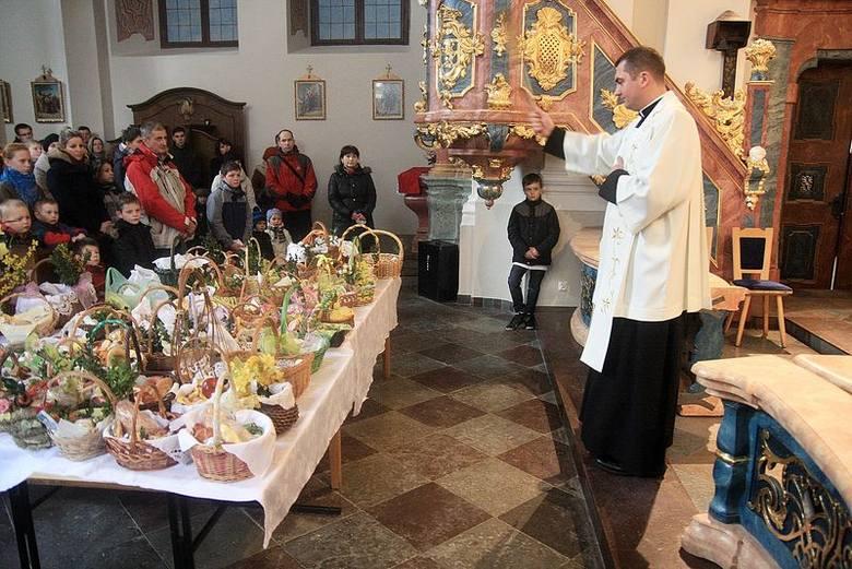 Wielkanoc 2013 w Chojnicach. Święcenie pokarmów w Wielką Sobotę [ZDJĘCIA]