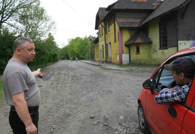 Ulica Dworcowa to wstyd dla Jastrzębia - mówią mieszkańcy, Stanisław Kowalski i Gerard Walica