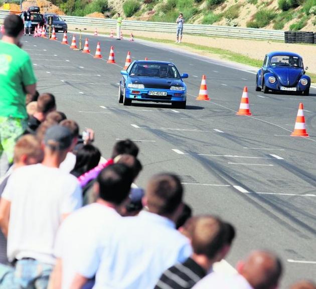 W niedzielnych wyścigach na Torze Poznań wzięło udział kilkudziesięciu kierowców