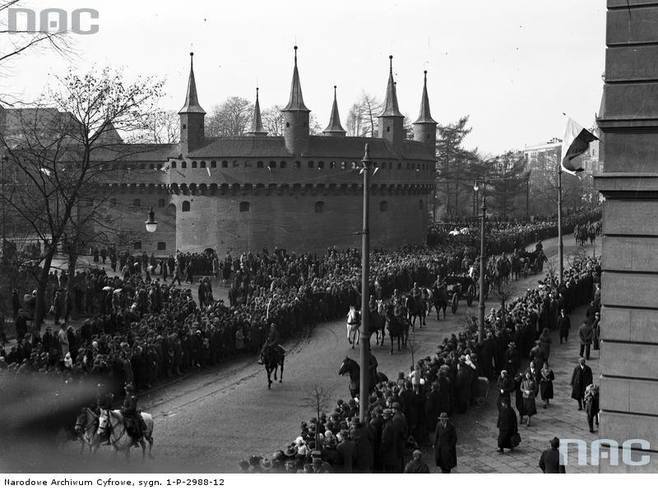 Defilada, 1933 rok.http://www.audiovis.nac.gov.pl/obraz/116516/
