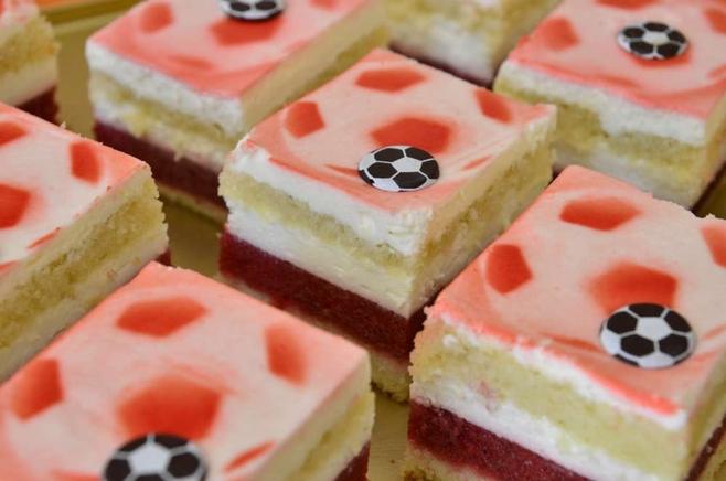Poznań: Ciasto kibica na Euro 2012. Biało-czerwone [ZDJĘCIA]