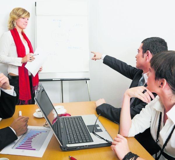 Dyplom studiów MBA pomaga menedżerom w zdobyciu lepszej posady