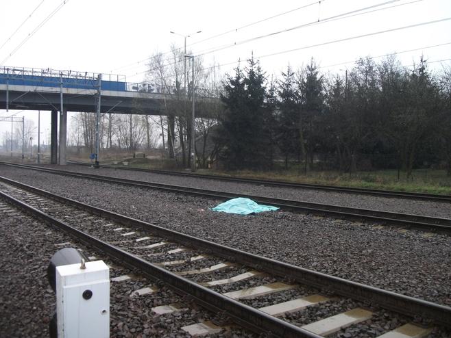 Po raz drugi w tym roku, w  Swarzędzu, na torach, w pobliżu wiaduktu nad linią kolejową  Poznań - Warszawa zginął człowiek
