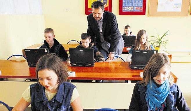 Sławomir Eliks: - Nauczyciele w moim gimnazjum pracują jak na dwóch etatach.