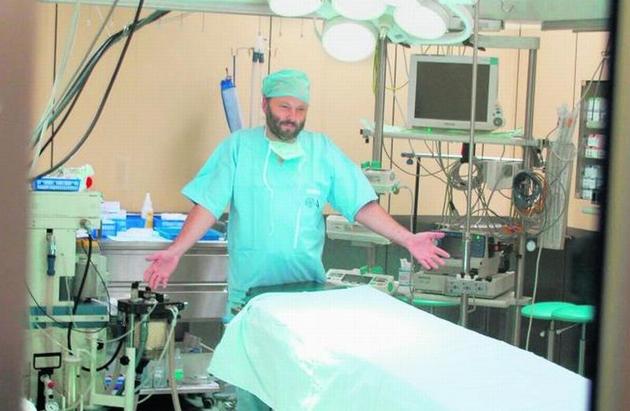 Prof. Marek Jemielity, kierownik Kliniki Kardiochirurgii i jego zespół gotowi są do przełomowego przeszczepu serca