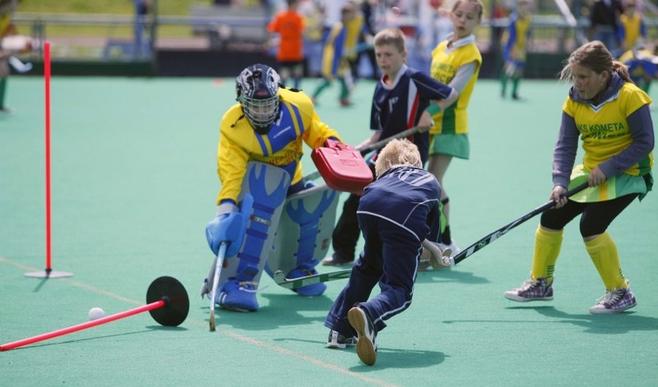 Piknik hokejowy dla dzieci.