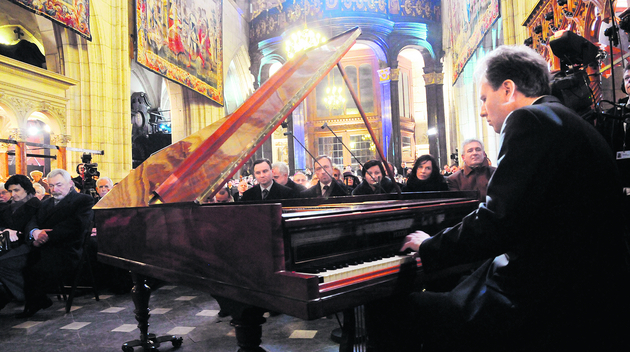 Kevin Kenner na XIX-wiecznym fortepianie firmy Pleyel wykonał piękną kompozycję Chopina