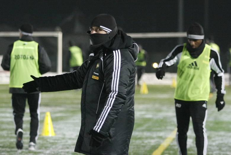 Wojownik ninja? Nie, to trener Lechii Bogusław Kaczmarek