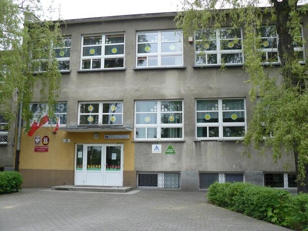 Kobylnica: Poseł Łybacka na uroczystości nadania imienia szkole