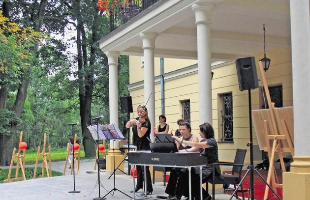 W Rybnej odbywają się co roku letnie, niedzielne koncerty. Cieszą się ogromną popularnością. Najbliższy odbędzie się 28 sierpnia