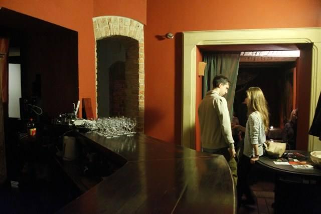Za chwilę zacznie się koncert na scenie Dark Stage - pierwszej w Polsce sali muzycznej zanurzonej w kompletnych ciemnościach.