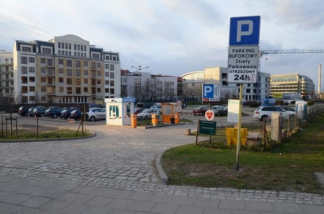 Na parkingu buforowym przy ul. Chwaliszewo zdemontowano terminal do płacenia kartą.