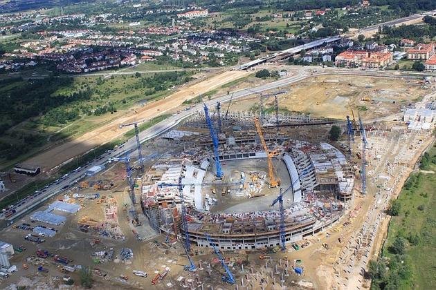 Stadion rośnie jak na drożdżach. Pytanie tylko: gdzie. Na Maślicach, czy na Pilczycach?