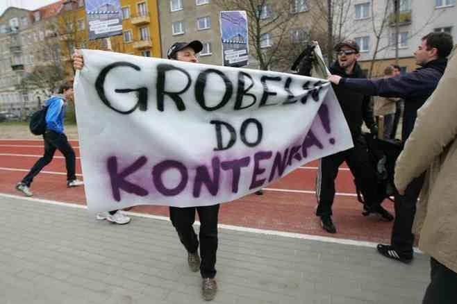 O rezygnację z eksmisji do kontenerów walczą poznańscy anarchiści. Teraz przeciw polityce miasta wystąpili także artyści i naukowcy