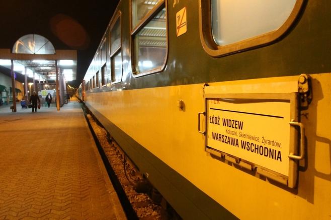 Pociągi do Warszawy spóźniają się planowo